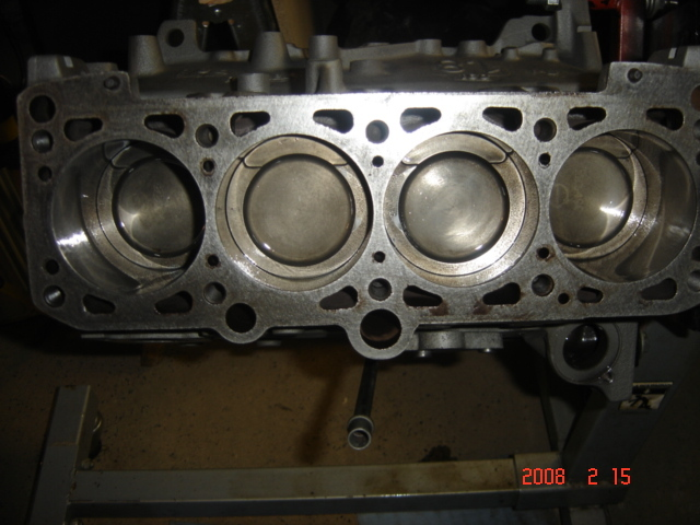 All four pistons installed - boy are they tight!